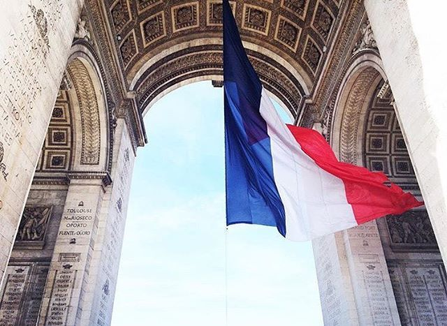 The French flag under the Arc de Triomphe in Paris by @lea.frkt . . . . . #paris #france #法國 #巴黎 #フランス #パリ #francia #파리 #프랑스  #prancis #frankrijk #فرانسه #frança #франция #парис #ฝรั่งเศส #ปารีส #fransa #pháp #photo #photooftheday #picoftheday #architecture #arcdetriomphe #instagram #instagood #flag #beautiful #amazing #french