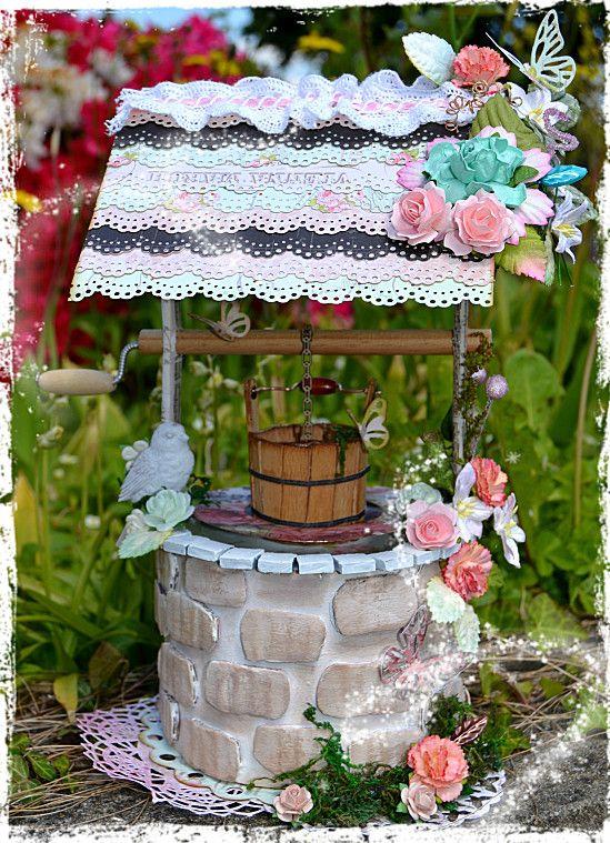 Puits home d co recouvert de fleurs feuillages et mousse for Puits decoration jardin