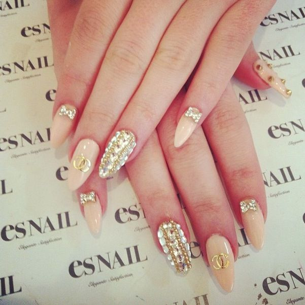 117 best nails images on pinterest make up almond nails and chanel nude nails w rhinestones bows esnail la prinsesfo Image collections