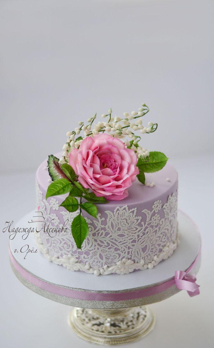 wedding cake sugarflowers lace