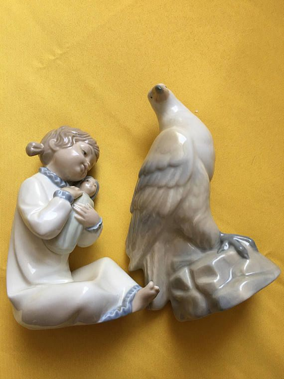 Lladro Zaphir Figurine - Young Girl with Hen Height 8 + Vintage Porcelain pigeon MIQUEL REQUENA S. A. Cuart de Poblet. Valencia, Spain. In very good preloved condition Each figurine approximately measures 17.5cm , base 7 x 8.2cm //. Height 17cm, base 7.8 x 3,7cm. If you have any questions or would like additional photos, please let us know. Please study all pictures for your own impressions? We will always combine postage but please contact me first for a quote. I ship via Royal ...