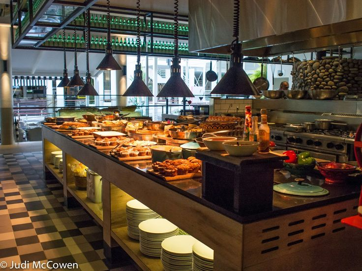 Breakfast buffet in bazaar restaurant restaurant cafe for Buffet cuisine en pin