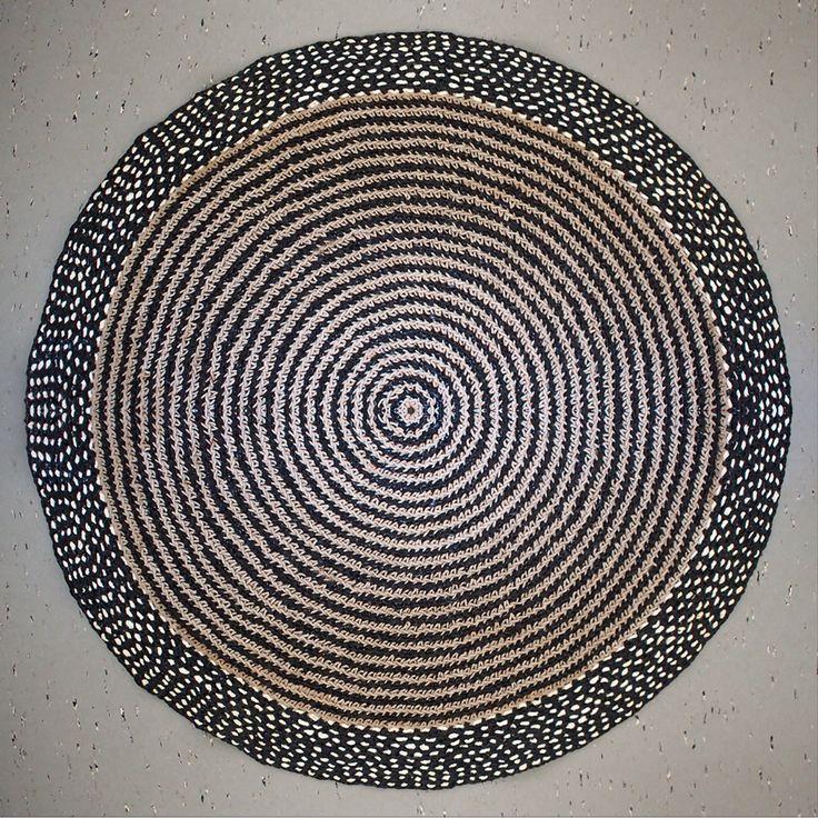 Crochet carpet, made by Päivi Puustinen. Diameter 85 cm.