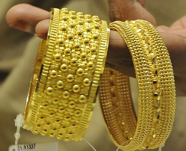 Gold, silver bounce back on stockists buying - The Hindu