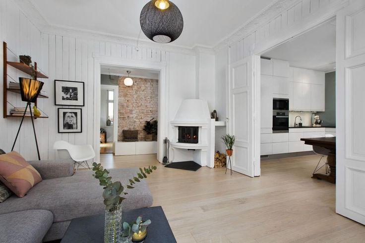 FINN – ST. HANSHAUGEN - Klassisk 3(4)-r selveier med balkong, peis, rosett og stukkatur. Nyere kjøkken og bad. Praktfull gård!