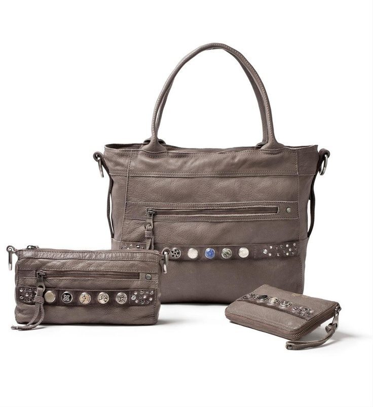 NEW!! Noosa Amsterdam Bag collection: Bag Classic Shopper, Bag Classic Citybag and Bag Classic Wallet in Midbrown or Grey - NummerZestien.eu