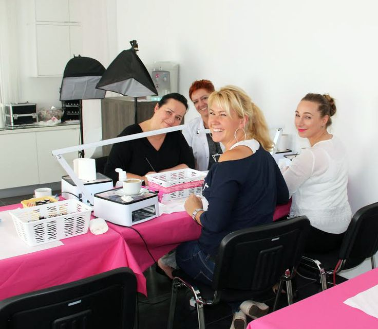 Bardzo radosne kursantki! Taki entuzjazm tylko podczas zdobnictwa u Agnieszki:) #semilac #akademiasemilac #nails #artnails #education #happystudents