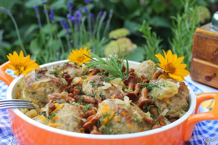 wesoła kuchnia: Klopsiki z kurkami w młodej kapuście