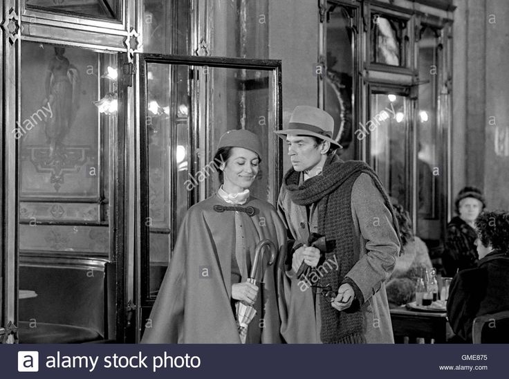 Download this stock image: Dancers Carla Fracci and Rudolf Nureyev turn a movie scene in St. Mark's Square in Venice during the carnival of February 1985 - GME875 from Alamy's library of millions of high resolution stock photos, illustrations and vectors.