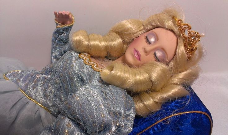 1988 Sleeping Beauty Porcelain Doll Franklin Mint Heirloom ...