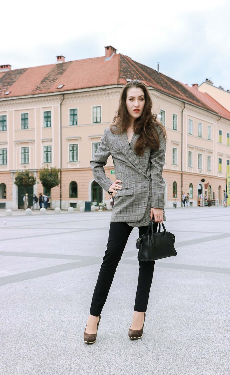 Fashion Blogger Veronika Lipar of Brunette from Wall Street on how to get dressed to the job interview this fall
