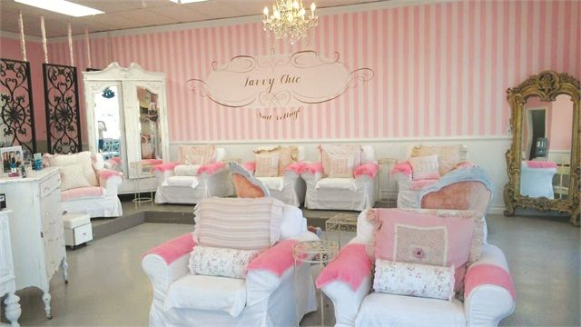 The Theme's the Thing: Savvy Chic Nail Cottage - nailsmag.com