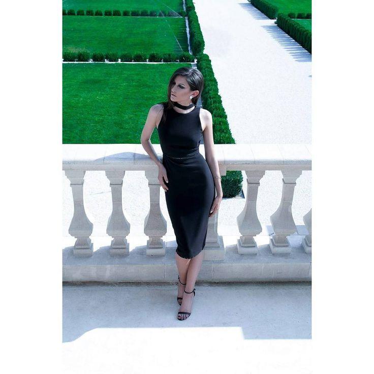 LAUREN dress ▶  Reveal the new Fall-Winter '16/'17 Ready-To-Wear collection ▶ #maisonraquette maisonraquette#lbd #littleblackdress #pencildress #raquette #ootd #ootdmagazine