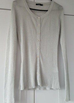 Kup mój przedmiot na #vintedpl http://www.vinted.pl/damska-odziez/bluzy-i-swetry-inne/17064413-sweterek-srebrny-vila-blyszczacy-guziki-carrie-bradshaw-style-90s