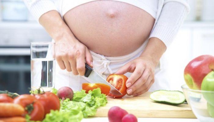 Dieta in gravidanza dal primo al terzo trimestre: consigli per non ingrassare