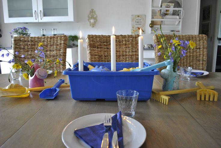 Sandkasse i spisestuen - Sandpit i the diningroom. http://lonnisverden.blogspot.dk/2015/08/sandkasse-i-spisestuen.html