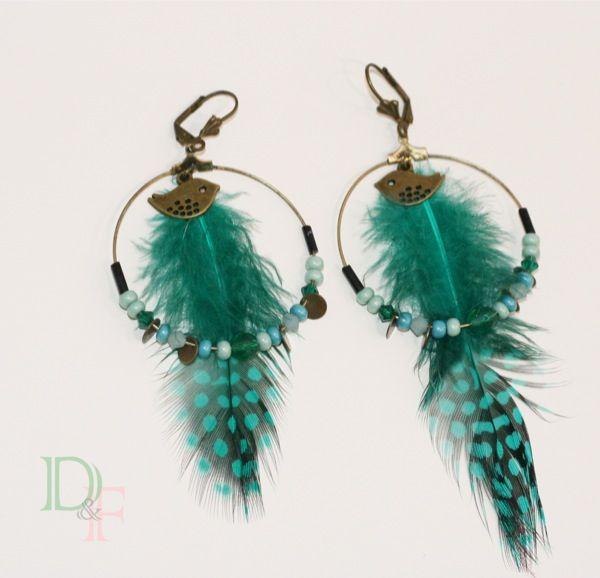 Boucles d'oreilles créoles à plumes menthe à l'eau. Teal feather large hoop earrings. http://divine-et-feminine.com/fr/boucles-d-oreilles/107-boucles-d-oreilles-creoles-turquoise.html