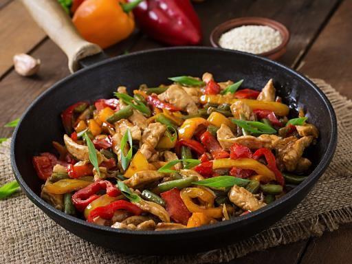 sauce soja, poivron rouge, Poissons, huile de tournesol, germes de soja, oignon, ail, petit piment, carotte, poivron, escalope de poulet