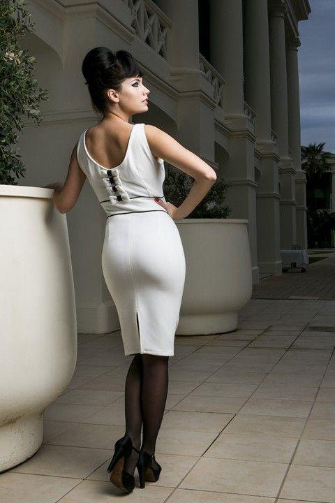 Vestido de tubo ELISABETH de Presumidas en color blanco roto y con detalles en color negro. El tejido es elástico y muy cómodo. Acabado con aseos y cremallera lateral. El largo de la falda es de 60 cm. #Presumidas #AndreaPalau #soypresumida #PresumidasElegance #moda #moda50s #años50 #1950sfashion #ropavintage #modavintage #vintagestyle #vintageoutfits #vintagetrends #pinup #pinupgirl #fiftties #fifttiesstyle #fifttiesgirl #cool #estampadosvintage