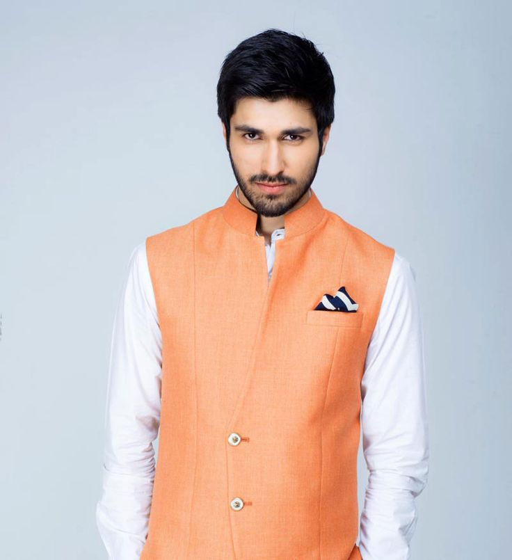 Tailored from a Wool, Silk, Linen blend fabric, SS HOMME's reinvention of the classic Nehru Jacket is a must have for Indian grooms this marriage season