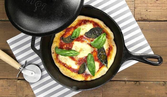 バジルにとろ〜りモッツァレラチーズにトマトソースのピザの定番マルゲリータ。