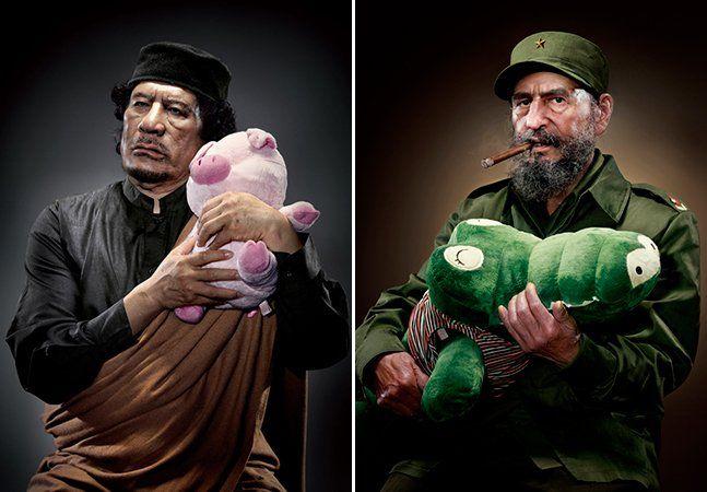 """Sempre imaginamos grandes líderes e ditadores como pessoas sérias, fortes e, na maioria das vezes, insensíveis. Para contrariar essa ideia, o artista digital Chunlong Sun decidiu recriar alguns desses notórios personagens do cenário político mostrando seu lado mais adorável: agarrados a um bichinho de pelúcia. As fotos, que fazem parte da série """"Celebrity"""", são de modelos comuns e, por meio de ferramentas de edição de imagem, o rosto de Fidel Castro, Saddam Hussein, Hugo Chávez, Muammar…"""