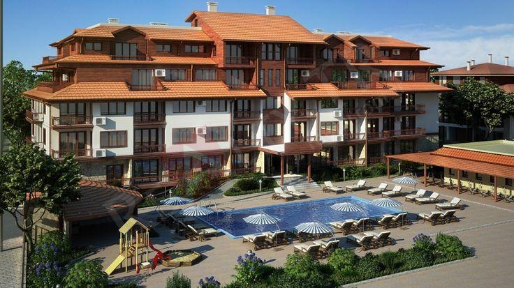 yeni  sitede satılık daireler. Türkiye sınırına 50 km,Sozopel şehrine-8 km,Burgaza-22km.  38 m2 alanda yerleşen Sitede 2 bina,Geniş bahçe, yüzme havuzu, dinlenme alanları, çocuk oyun alanları, kafeler, yeraltı garajları  mevcut.  Kentin alışveriş bölgesi sadece iki yüz metre, plaja 800 metre. Bina inşa edilmiştir. Bazı daireler deniz ve bahçe manzaralı. Stüdyo ve 1 + 1  daireler.     Üçüncü kat. 75,35 m2 (60,85 m2 konut) Açık mutfak ve balkon, bir yatak odası ve bir banyo, oturma odası