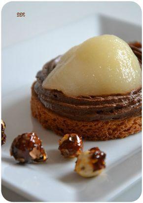 une tartelette choco-poire : sablé breton, mousse au chocolat de P. Hermé, poire et noisettes caramélisées