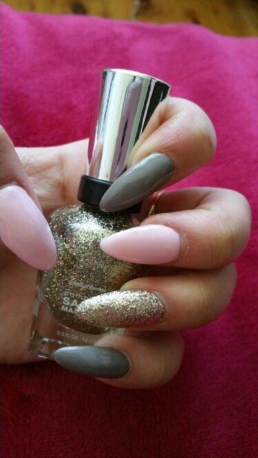 Baby pink grey and gold nails ♡