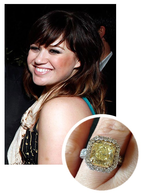 Kelly clarkson 39 s canary yellow diamond engagement ring for Kelly clarkson wedding dress replica