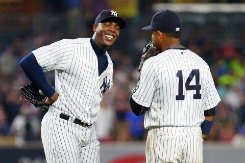 Aroldis Chapman torna agli Yankees percepirà 86 milioni di dollari per 5 anni Il missile cubano torna nel Bronx. Aroldis #Chapman accetta la proposta degli #Yankees e si toglie dal mercato. Su MLB Italia