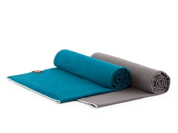 Plush Yoga Towel $39.00 | Perfect for a sweaty flow!