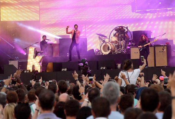 BST Hyde Park: The Killers entertain sell-out crowd with electrifying hit-packed set - http://buzznews.co.uk/bst-hyde-park-the-killers-entertain-sell-out-crowd-with-electrifying-hit-packed-set -