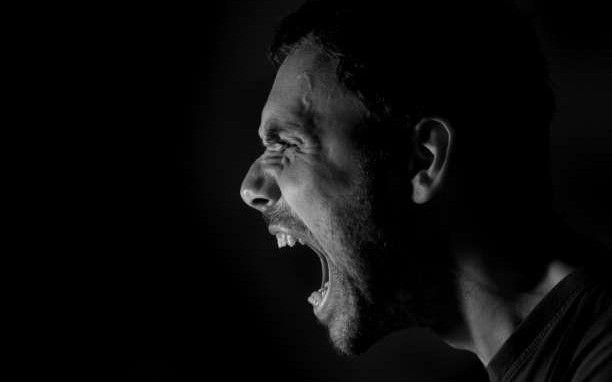 Πώς να χειριστείτε την επιθετική συμπεριφορά εναντίον σας