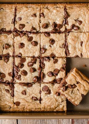 Easy Chewy Chocolate Chip Cookie Bars via forkknifeswoon.com   @forkknifeswoon