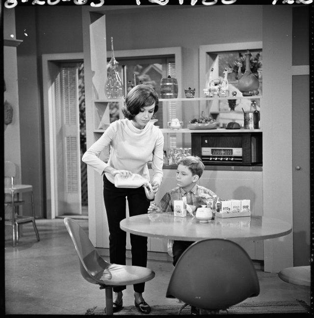 Still of Mary Tyler Moore, Dick Van Dyke and Larry Mathews in The Dick Van Dyke Show (1961)