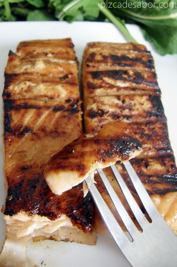EASY AND DELICIOUS SALMON WITH HONEY, ORANGE JUICE, SOY SAUCE AND FRESH GINGER. SPANISH LANGUAGE RECIPT. IF YOU DON'T SPEAK SPANISH GOOGLE TRANSLATE WORKS WELL.