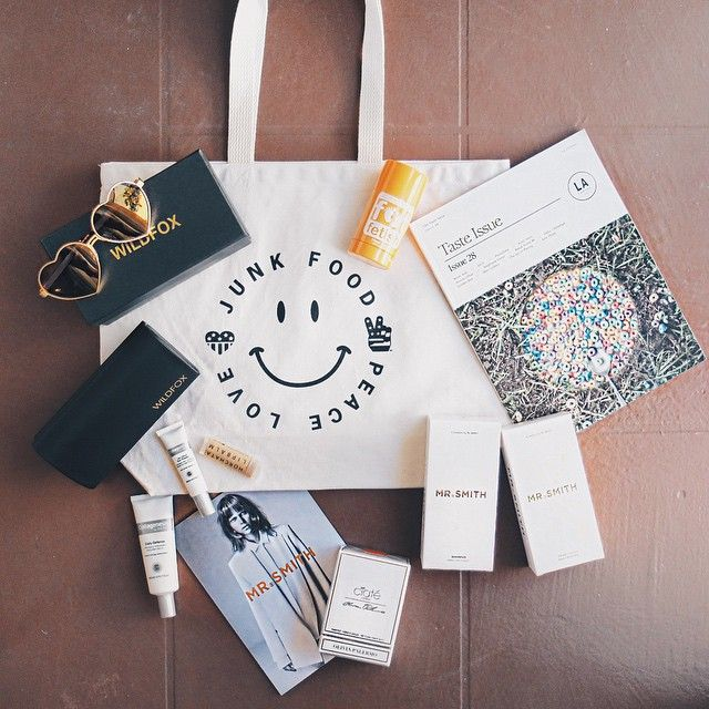 Loving my Desert Essentials tote from @sohohouse. Talk about a gift bag! @wildfoxcouture @skinncosmetics @ciatelondon #oliviapalermoxciatelondon @mrsmithhair @sin_min @lacanvas #sohosummersolstice shout out to @jenniferpauline for the amazing bag curation! #tayecation #tayetravels