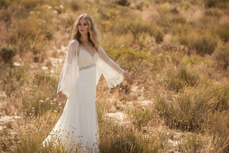 Rembo styling — Collectie 2018 — Graal: Losse jurk met hoge taille en dunne schouderbandjes. Achterkant afgewerkt met een kanten lint.