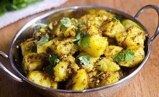 Der Indische Kartoffeltopf mit Kurkuma ist schnell zubereitet. Kurkuma soll einerseits die Tumorbildung verhindern können, also krebsvorbeugend wirken.