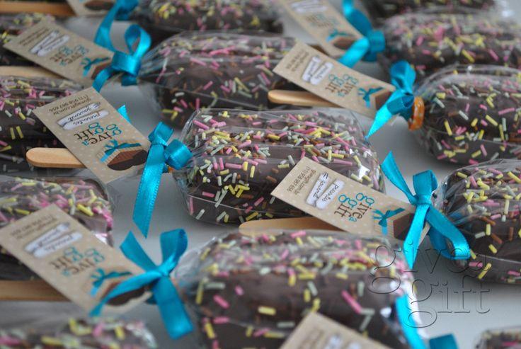 brownie no palito. Ótima opção para presentes ou lembtancinhas. Mais informações http://www.giveagift.com.br/