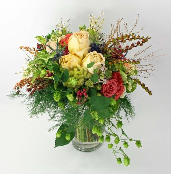 Airy, natural bouquet with local seasonal grasses, berries, hops and Caramel Antik Garden Roses