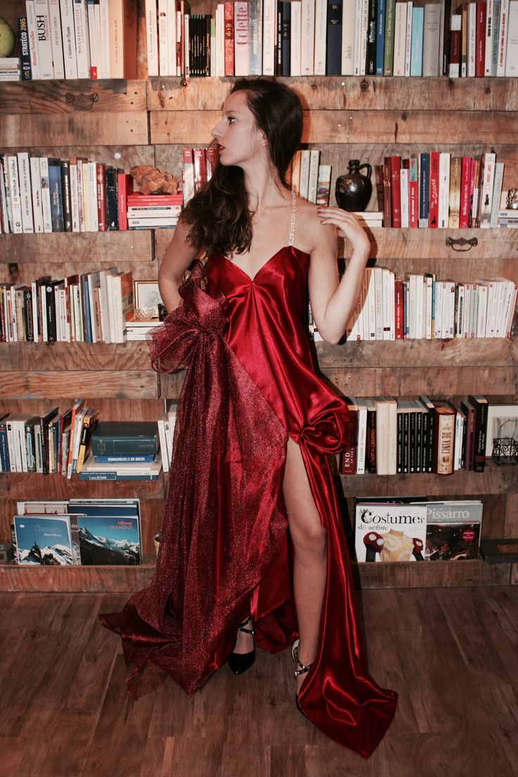 Robe de soirée (gala) en satin duchesse rouge et tulle métallique rouge.  Modèle : La Passion  Création : Marine Guillemette