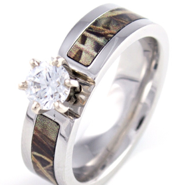 Superb Camo engagement ring I love it