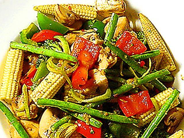Wokade grönsaker med härlig woksås