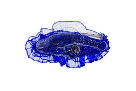 broche: textiel, lapis lazuli, swarovskiglas, voile, parelmoer, glaskralen