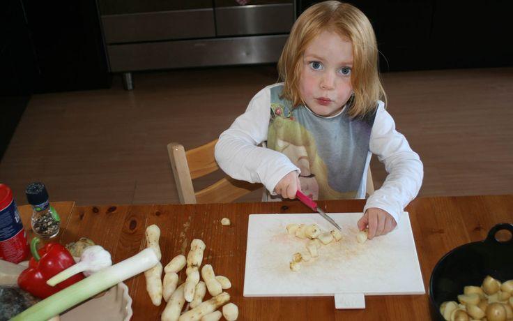 aardpeer met paprika, pruim en walnoot gemaakt door Ferieke. Kids in the Kitchen