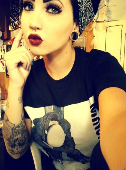 Septum, tatts, pin-up look!!! Yes please!!!