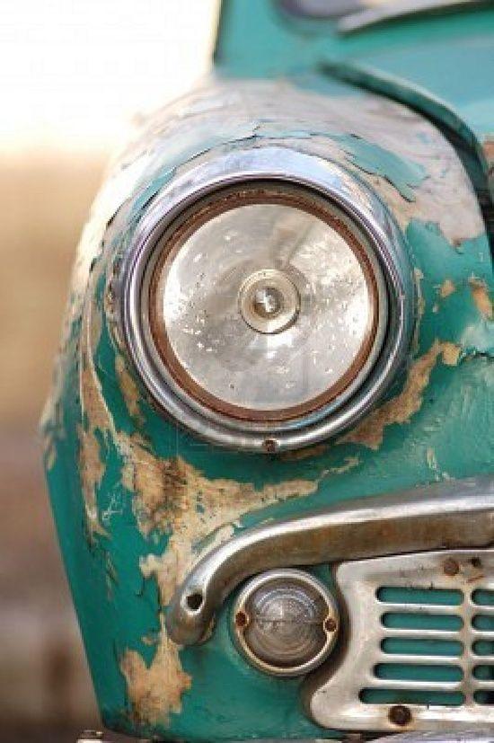 Gammel turkis bil. Egner seg kanskje ikke på veien, men med litt lakk kan denne bli strøken. #vintage: Sports Cars, Vintage Cars, Old Trucks, Colors, Beautiful, Cars Headlights, Green Cars, Old Cars, Photo
