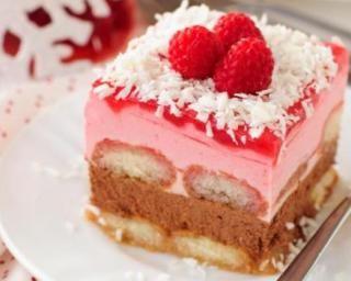 Gâteau mousseux sans cuisson framboises, chocolat et noix de coco allégé en calories